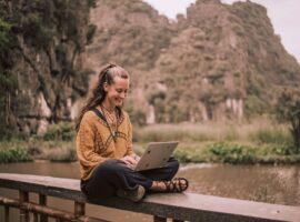 Esther Pordon aan het werk in Vietnam. Foto: Ilona Vanouplines.